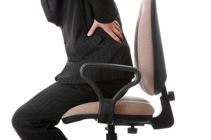 Kifoz del departamento de pecho del ejercicio los síntomas